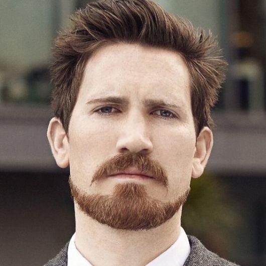 Aproveite no volume na área do bigode e forme uma costeleta