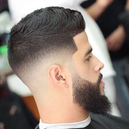 Barba cheia e desenhada combinando com o corte degradê