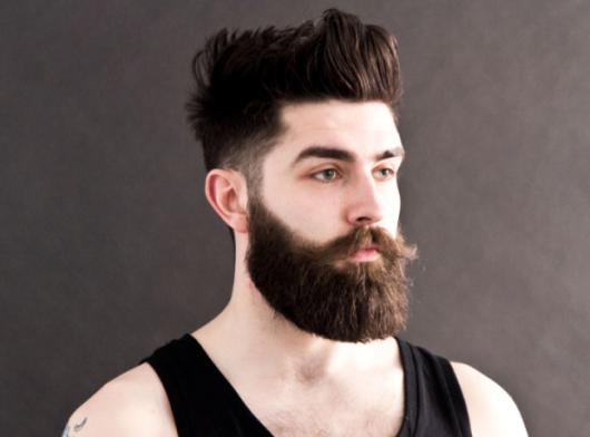 Você pode dar um up total em seu visual com uma barba perfeita grande