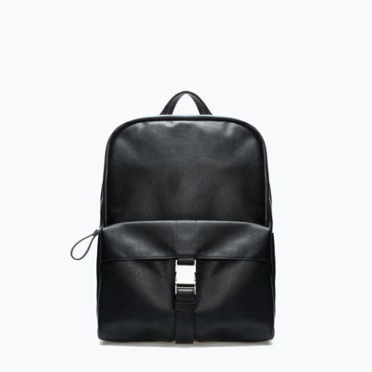 f686b6317 Os modelos da Zara também são bem populares, tendo o estilo pasta,  transversal e a mochila como as mais convencionais, assim como as cores  marrom e preta.