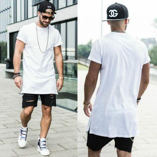 f970e557c3 A camiseta oversized pode ser usada com shorts também. Quanto ao calçado