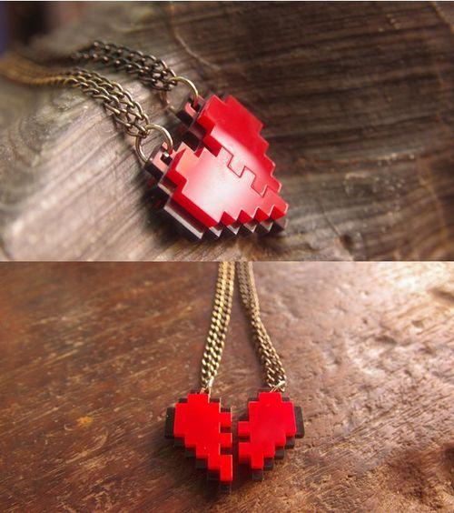 colar coração geek