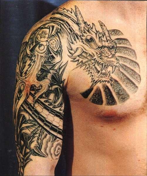 tatuagem de dragão no ombro