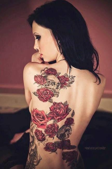 tatuagem feminina nas costas grande