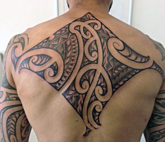 Super Tatuagem Tribal Masculina: Significados, preço e 90 ideias incríveis TA15