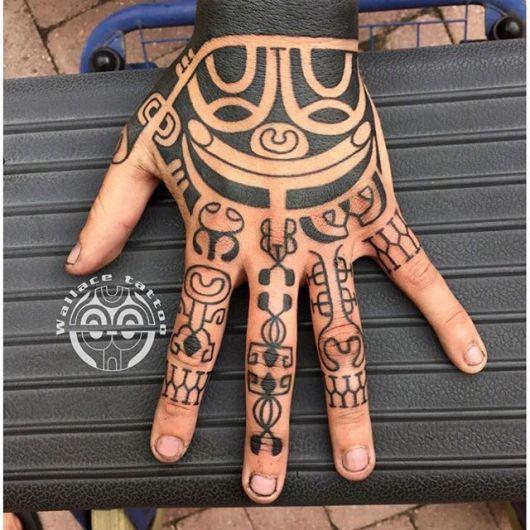Tatuagem Tribal Masculina: Significados, preço e 90 ideias