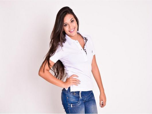 606f1e9e08 Camiseta Polo Feminina – 50 Looks Incríveis   Dicas de Como Usar!