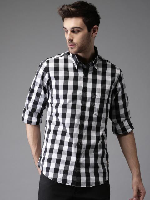 Crie um look casual com essa versão sem perder tempo. Combine com calça  jeans e com outros tons neutros. camisa xadrez preta ... 5dccbd995495e