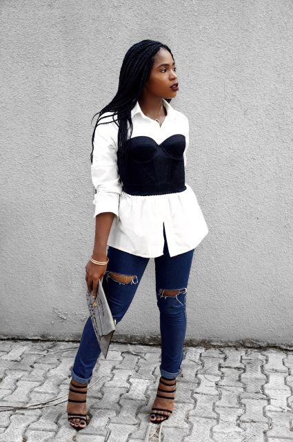 look com camisa branca e corpete preto