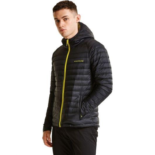 e6463204bf Foto de homem de perfil olhando para a câmera vestindo uma jaqueta de nylon  masculina com