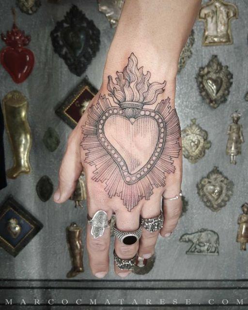tatuagem grande mão