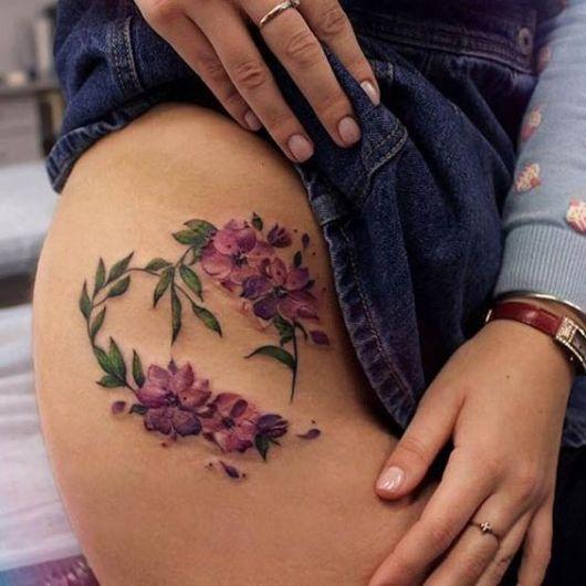 tatuagem grande virilha