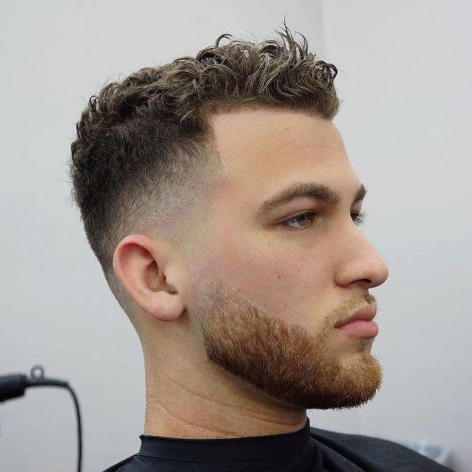 topete masculino cabelo crespo