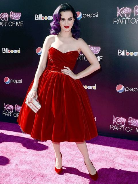 vestido vermelho tomara que caia