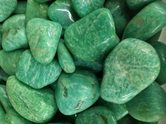 Pedras na cor verde chamadas por amazonita.