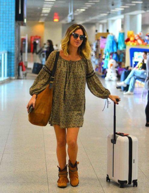 Giovanna Ewbank em vestido verde para viajar.
