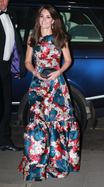 Kate Middleton com vestido floral.