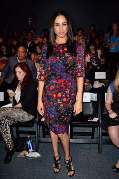 Meghan Markle com vestido estampado.