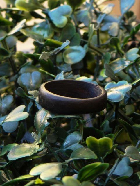 anel de coco na moda hippie
