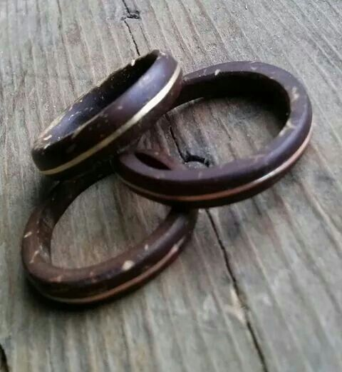 anel de coco com listra dourada