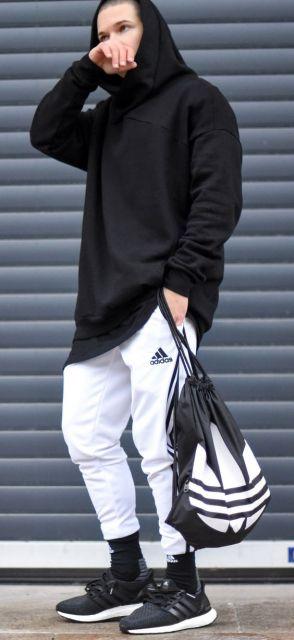 Bolsa preta adidas.
