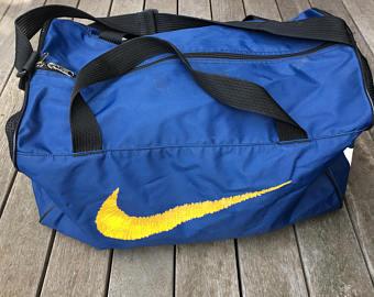 Bolsa Nike azul.