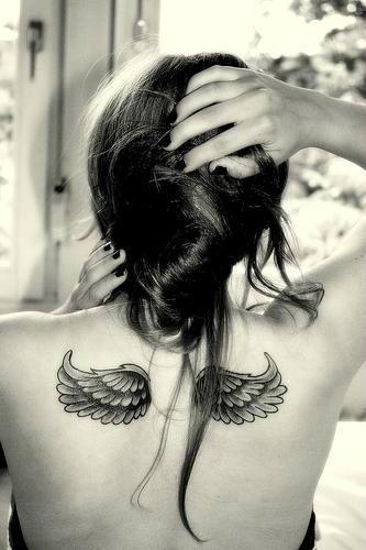 Tatuagem de asas de anjo.