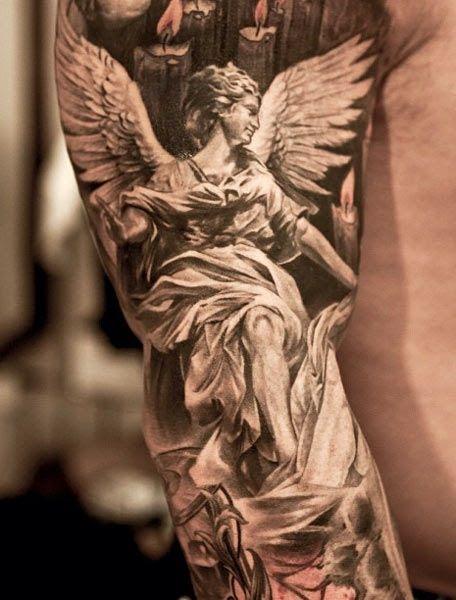 Tatuagem no braço.