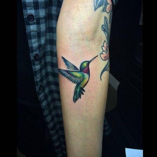 tatuagem colorida braço
