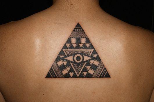 tatuagem de triângulo masculino