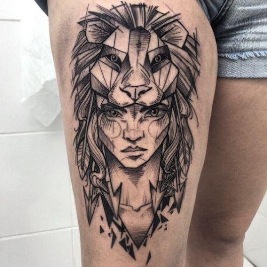 Tatuagem de guerreira, com máscara de leão.