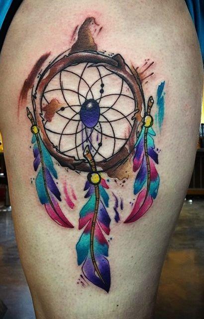 Tattoo filtro dos sonhos colorida.