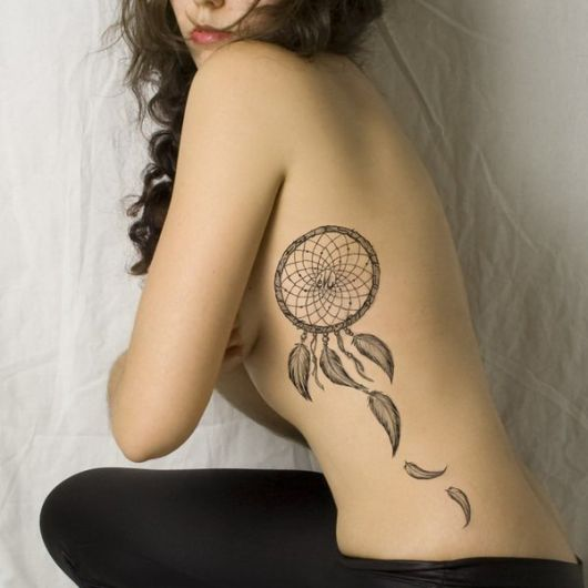 Tatuagem na costela.