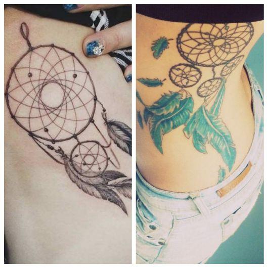 Tatuagem feminina na costela.
