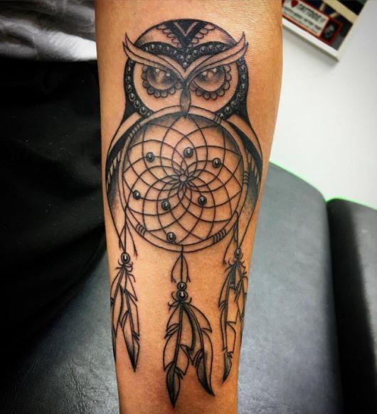 Tatuagem filtro dos sonhos com coruja.