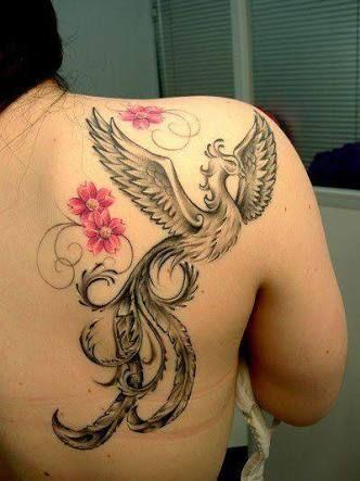 tatuagem fênix com flores