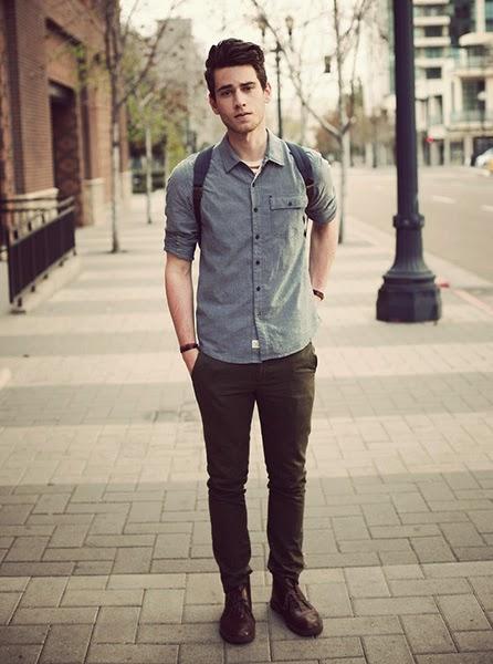 bota cano curto masculina com calça chino