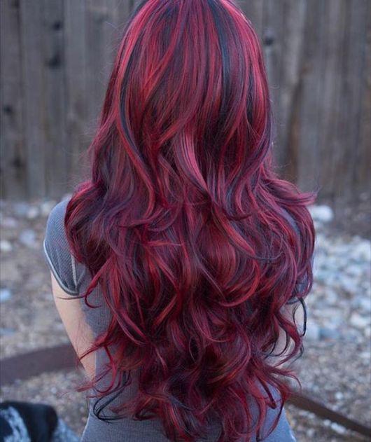 cabelo longo vermelho e preto