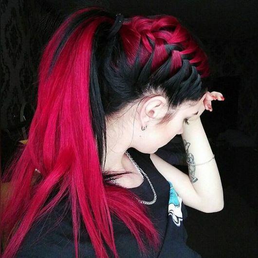 cabelo vermelho e preto