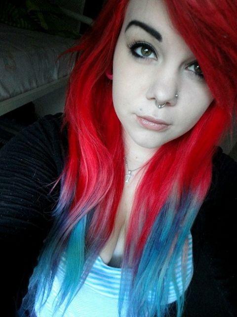 cabelo vermelho e azul