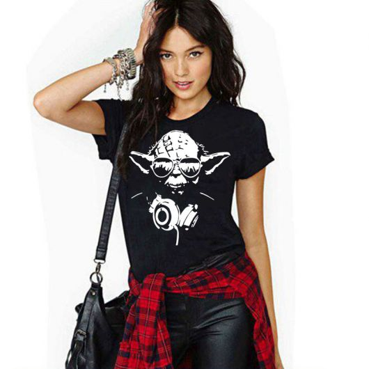 camiseta star wars feminina com calça jeans