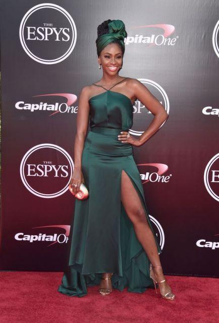 vestido verde longo com fenda