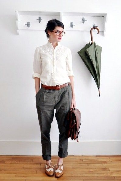 look feminino com calça alfaiataria e cinto