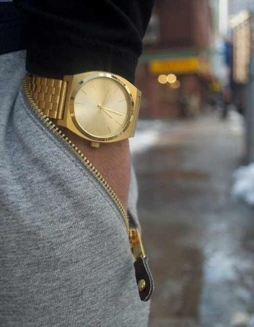 relógio masculino dourado quadrado