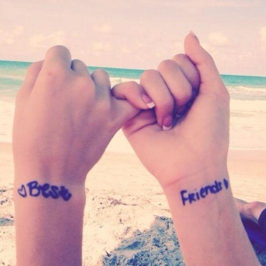 tatuagem amigas escrita