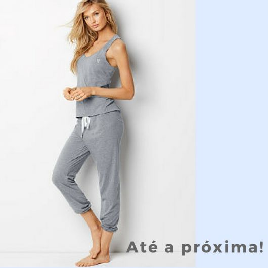 Ilustração final do post com foto de modelo de pijama cinza.