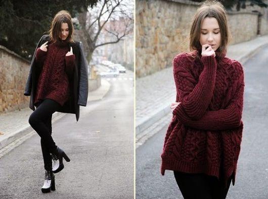 Modelo usa blusa de lã vermelho escuro, calça preta e sapatinho preto com casaco na mesma cor.