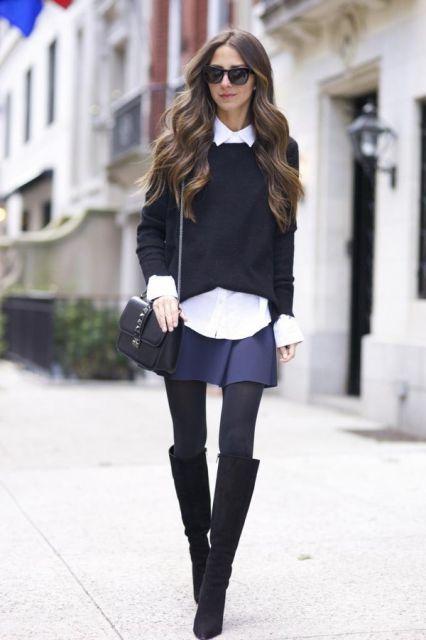 Modelo usa saia azul escuro, blusa preta de lã e botinha cano longo preta.