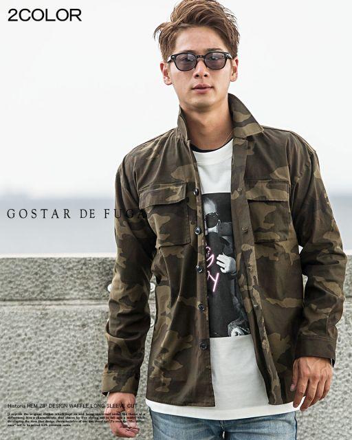 Homem de óculos escuros vestindo uma camisa camuflada aberta de manga longa  com dois bolsos frontais 208036d85ff
