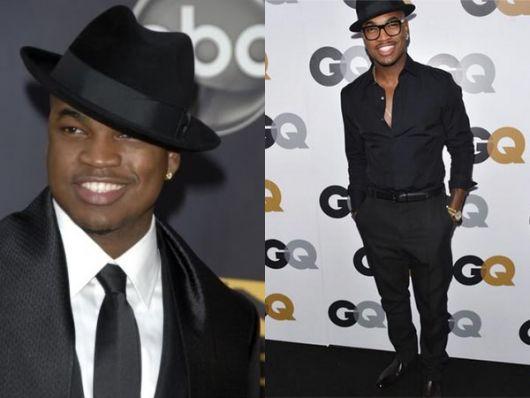 Modelo veste camisa, calça e chapéu fedora preto.